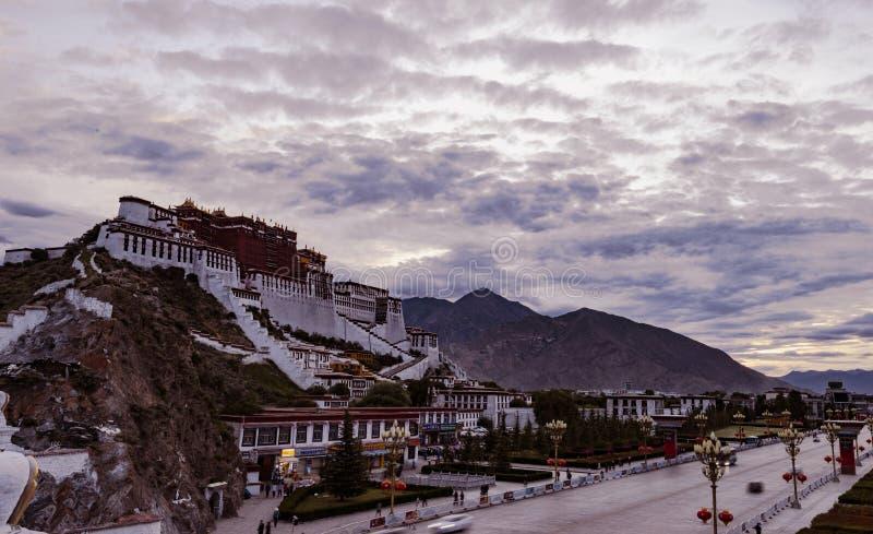 Das Potala-Palast in Lhasa, Tibet stockbild