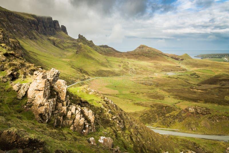 Das Quiraing geben die Insel von Skye in den Hochländern von Schottland weiter stockbild