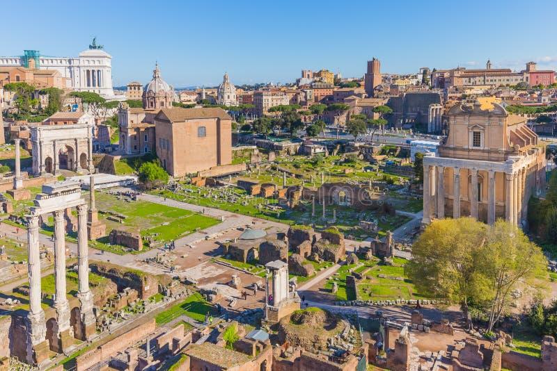 Das römische Forum in Rom, Italien stockbild