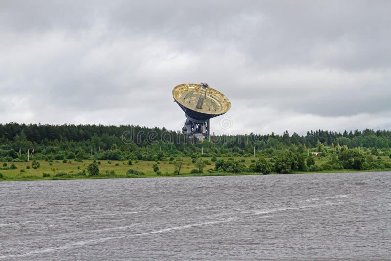 Das Radioteleskop RT-64 in Radioastronomie Observatorium lizenzfreies stockbild