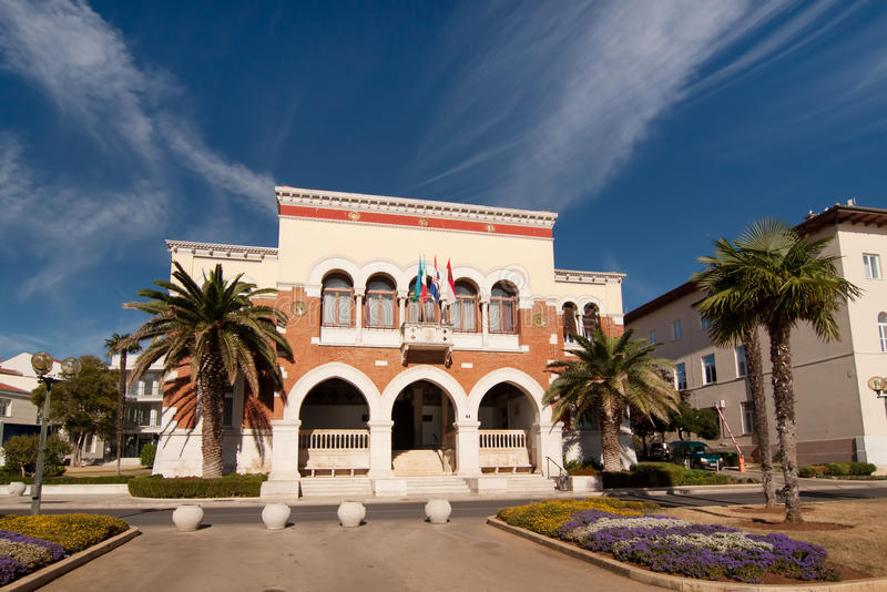 Das Rathaus in Porec stockbild
