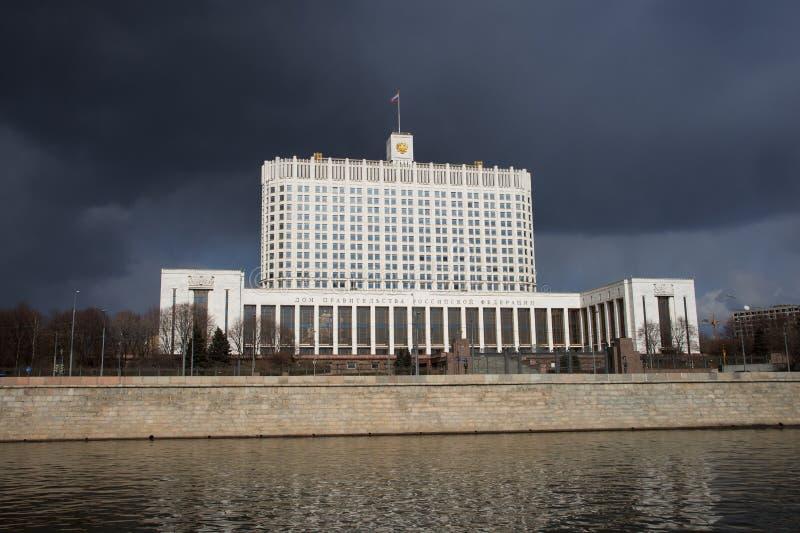 Das Regierungs- Weiße Haus der Russischen Föderation in Moskau lizenzfreies stockbild