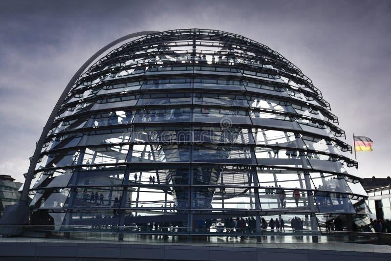 Das Reichstag in Berlin am Abend stockfotos