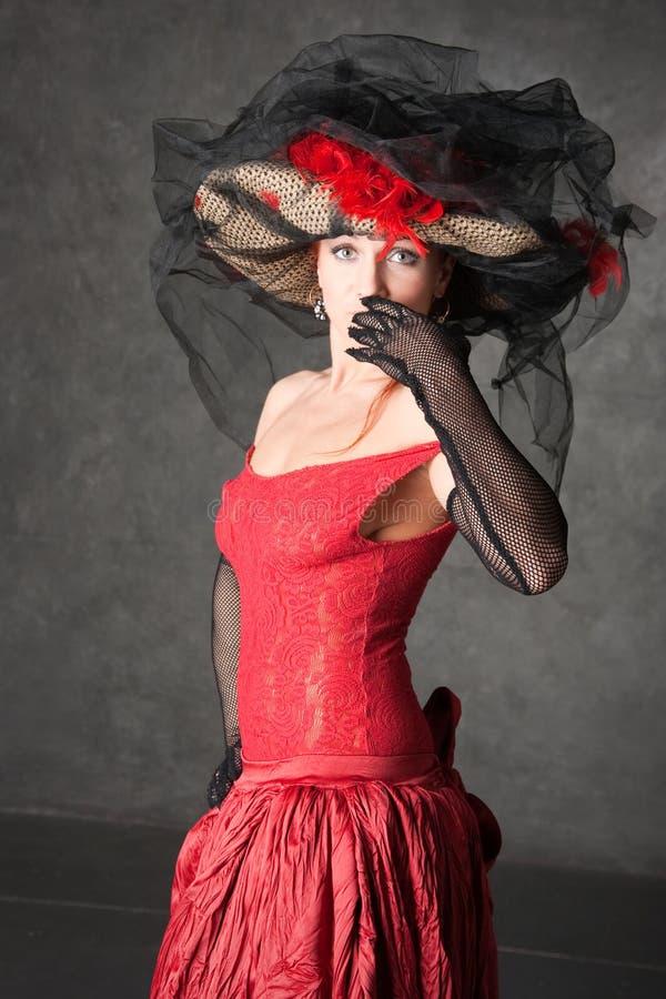 Das reizend Mädchen in einem schönen Kleid lizenzfreies stockfoto