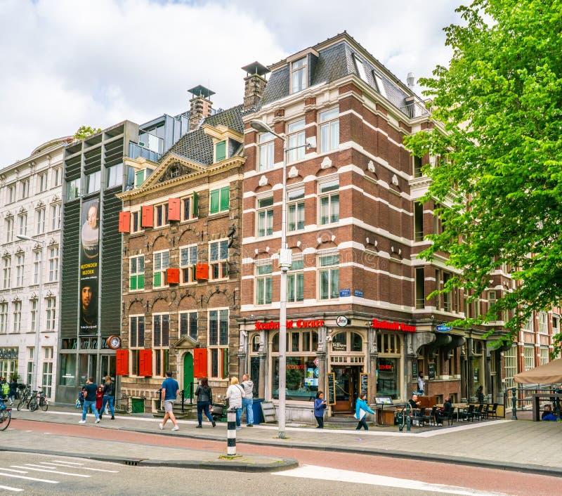 Das Rembrandt-Haus-Museum, in dem Rembrandt die meisten seiner Malereien im alten jüdischen Viertel von Amsterdam malte lizenzfreie stockfotos