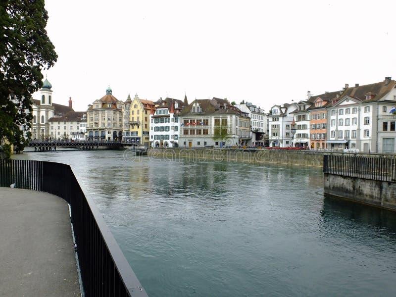 Das Reuss an der Luzerne lizenzfreies stockbild
