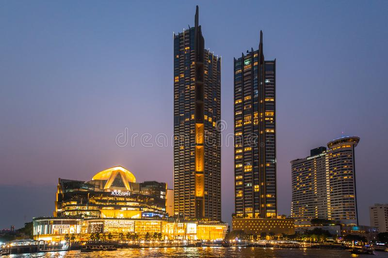 Das riesige Schwingen, nannte Sao Ching Cha w?hrend der Nachtzeit stockbild