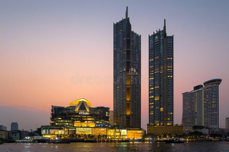 Das riesige Schwingen, nannte Sao Ching Cha w?hrend der Nachtzeit lizenzfreies stockbild