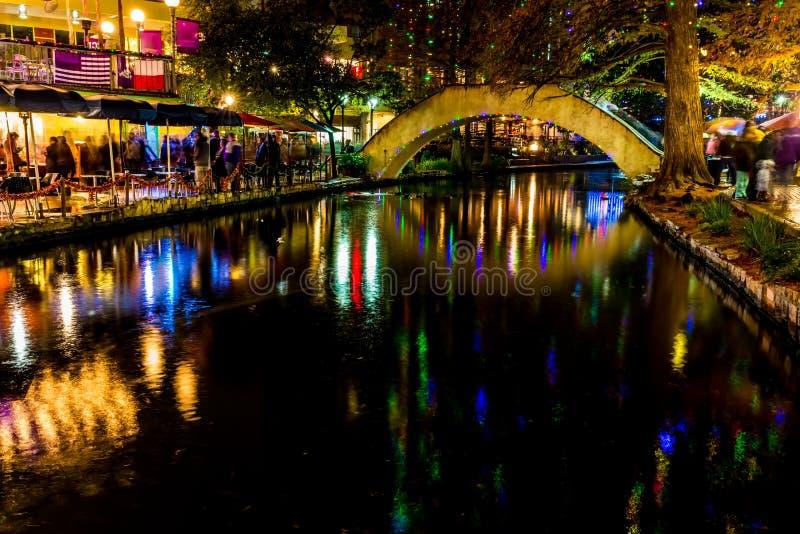 Das Riverwalk in San Antonio, Texas, nachts lizenzfreies stockfoto