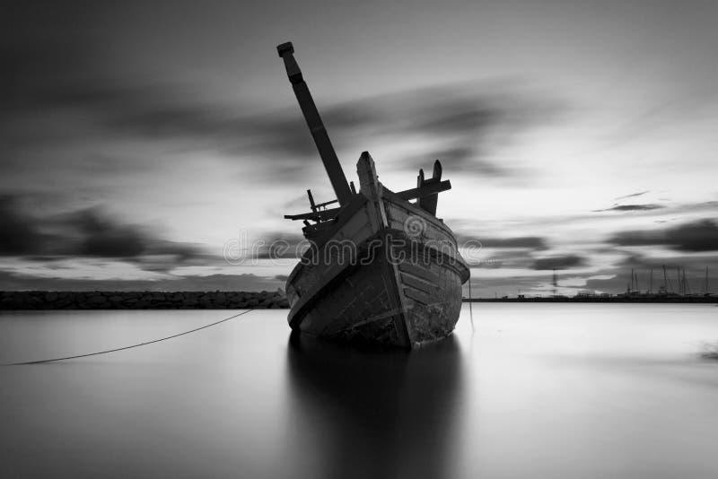 Das ruinierte Schiff in Schwarzweiss lizenzfreies stockfoto