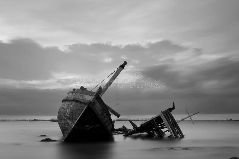 Das ruinierte Schiff in Schwarzweiss stockfotos