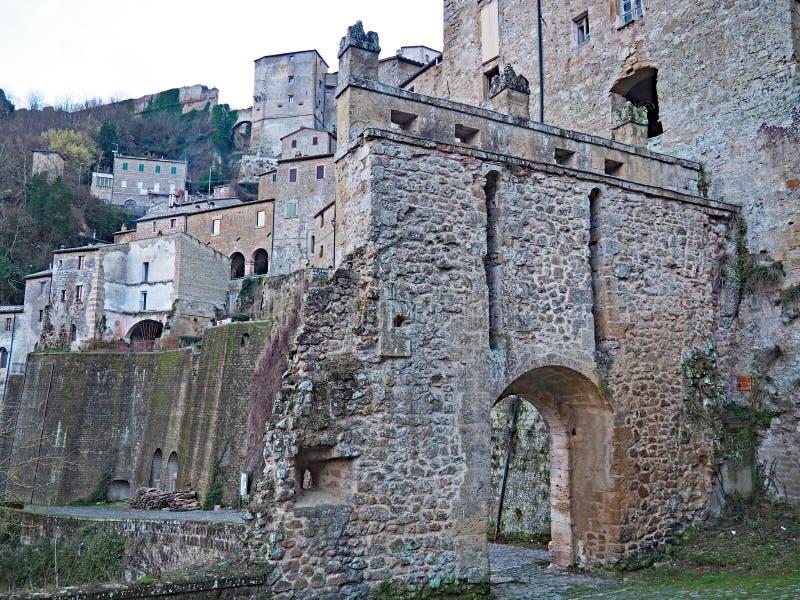 Das schöne mittelalterliche Dorf von Sorano, Italien stockfoto