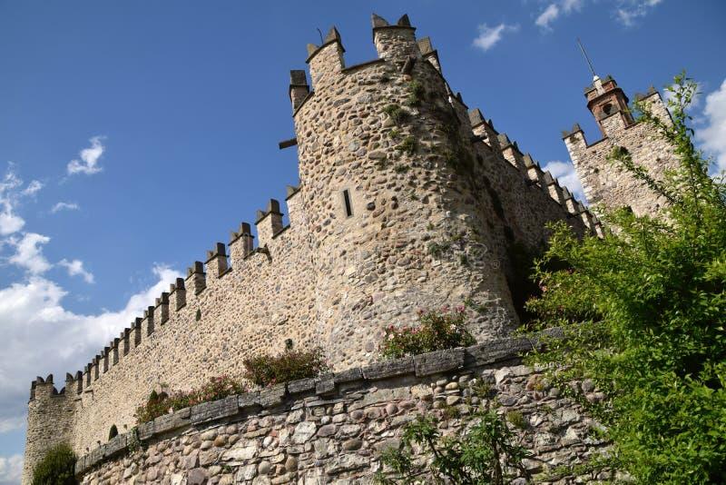 Das schöne mittelalterliche Schloss von Passirano in Lombardei - Italien stockfoto