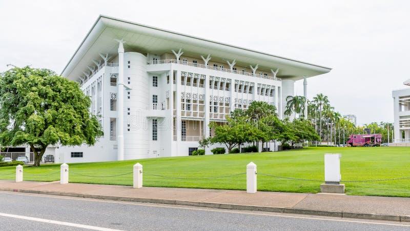 Das schöne Parlamentsgebäude in der historischen Mitte von Darwin, Australien, an einem sonnigen Tag stockfotografie