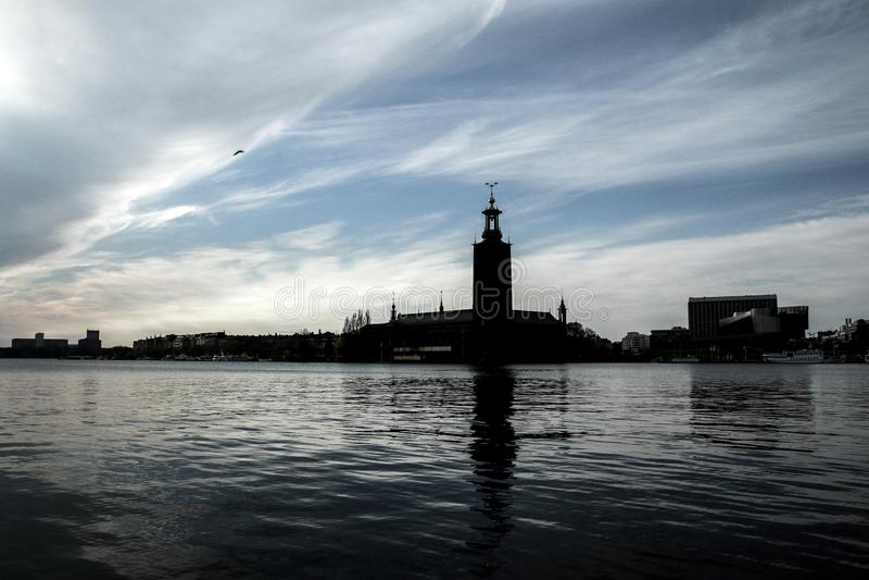 Das Schattenbild des Rathauses in Stockholm lizenzfreies stockfoto