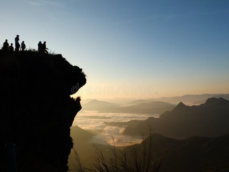 Das Schattenbild von Phu-Chi-Fahrenheits-Berg in Chiangrai-Provinz von Thailand stockfotografie