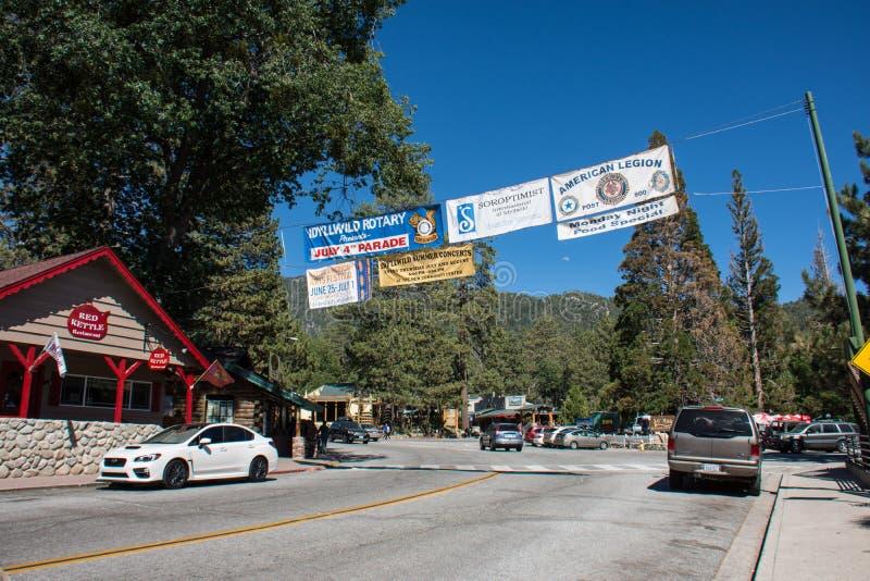 Das Schauen hinunter Main Street von Feiertag Idyllwild Kalifornien am vierten Juli weekend lizenzfreie stockbilder