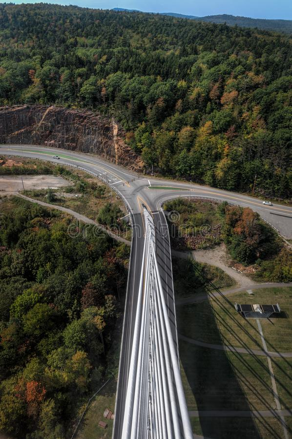 Das Schauen West auf dem Penobscot verengt Brücke lizenzfreies stockbild