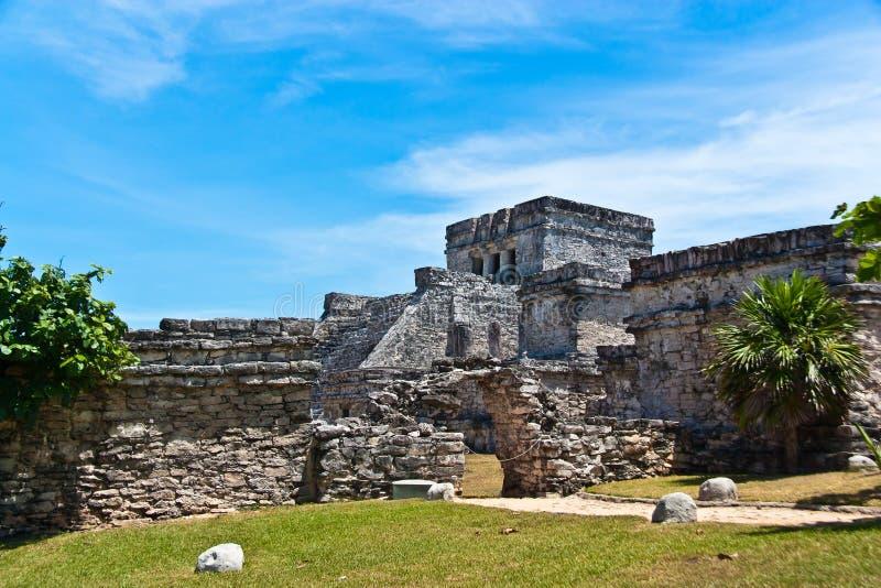 Das Schloss, EL Castillo, Tulum) lizenzfreie stockfotos