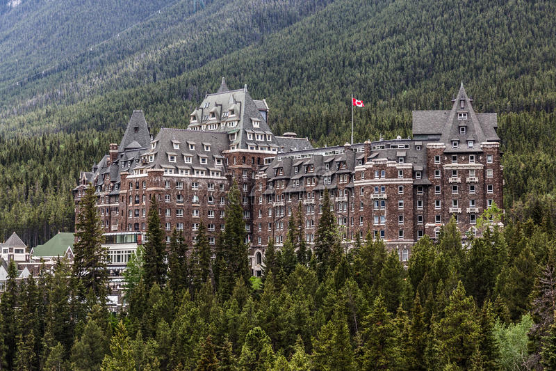 Das Schloss von Banff - Fairmont-Frühlings-Hotel stockfoto