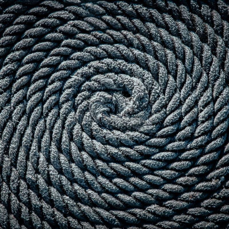 Das Seil für das Boot legte in Form einer Spirale Hintergrund lizenzfreie stockbilder