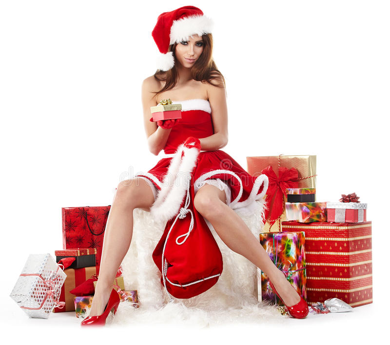 das sexy Mädchen, das Weihnachtsmann trägt, kleidet mit Weihnachten g stockfotos