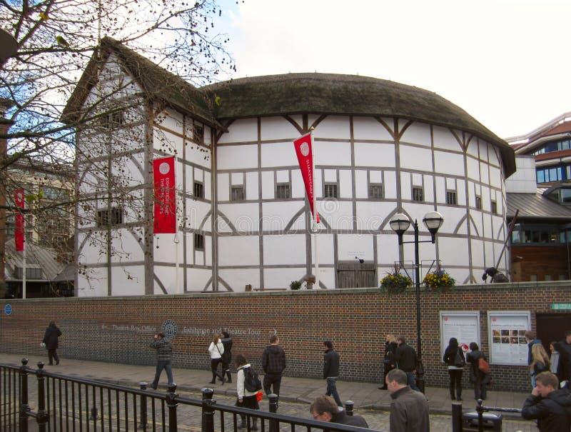Das Shakespeare-Kugel-Theater öffnete sich im Jahre 1997 in Southwark, London, eine moderne Rekonstruktion der ursprünglichen Kug stockbilder