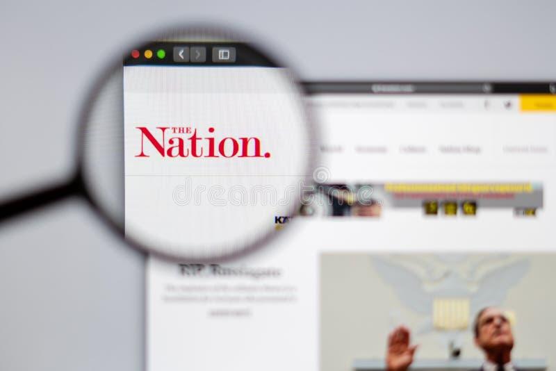Das sichtbare durchgehende des Nationslogos eine Lupe stockbild