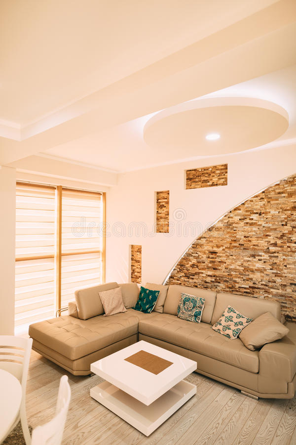 Das Sofa in der Wohnung stockbilder
