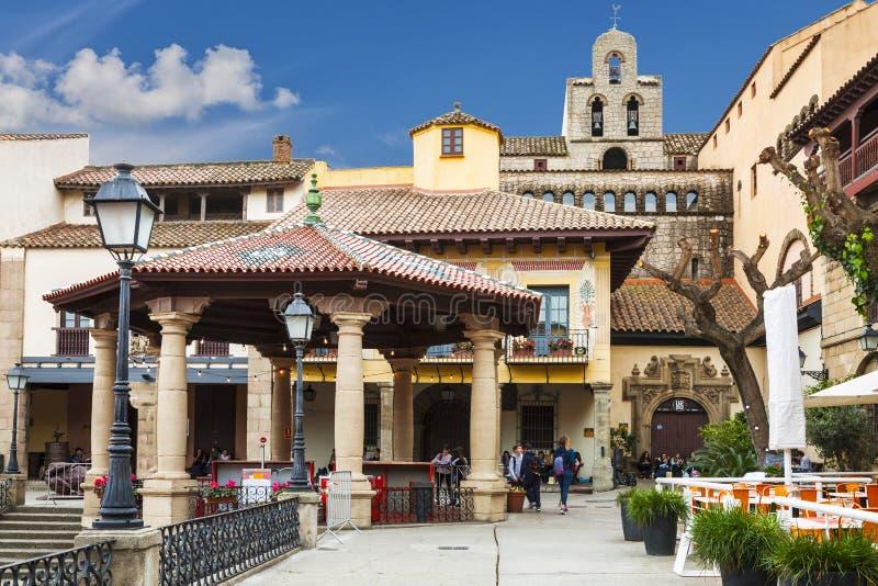 Das spanische Dorf in Barcelona ist ein Freiluftmuseum katalonien stockbilder