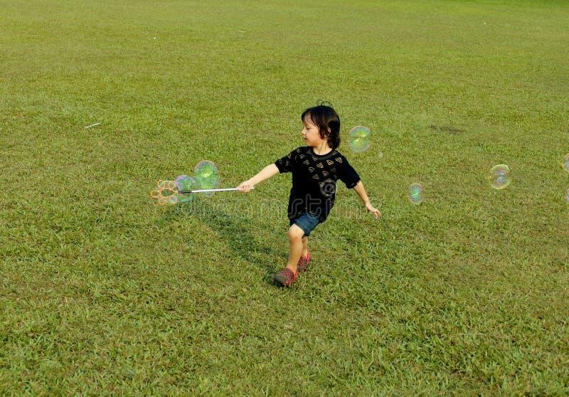 Das Spielen sprudelt zum Spaß lizenzfreies stockfoto