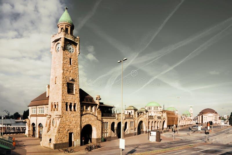 Das St. Pauli Piers in Hamburg lizenzfreie stockbilder