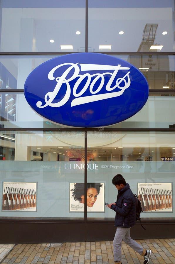 Das Stiefel-Einzelhandelsgeschäft und die Apotheke in Bracknell, England lizenzfreies stockfoto