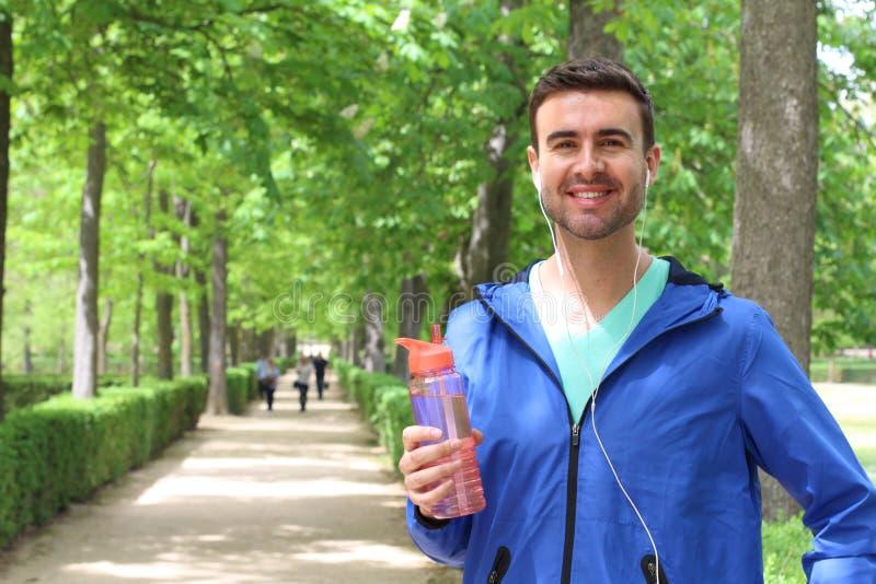 Das stolze männliche Lächeln nach einem guten arbeiten aus lizenzfreies stockbild