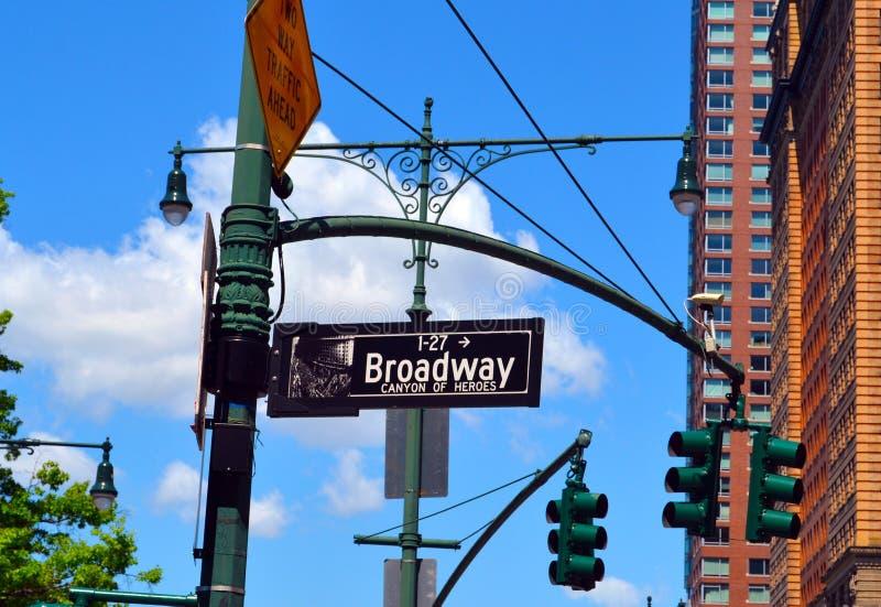 Das Straßenbroadway-Zeichen stockfotos