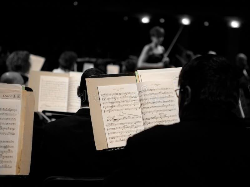 Das Szegedi symphonische Orchester führt durch lizenzfreie stockfotografie