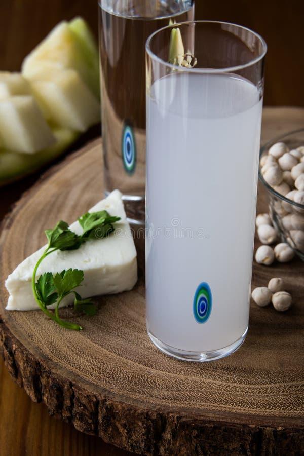 Das Türkische-Getränk Raki Mit Melone Und Feta Stockbild - Bild von ...