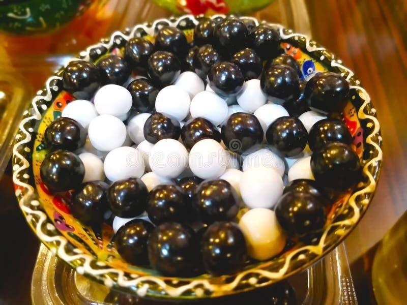 Das türkische Lebensmittelkonzept Viele Stücke Schwarzweiss-Türkische lizenzfreie stockfotos
