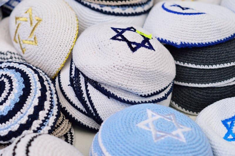 Das tampas judaicas dos chapéus dos Yarmulkes de Kippahs estrela israelita de David Souve imagens de stock