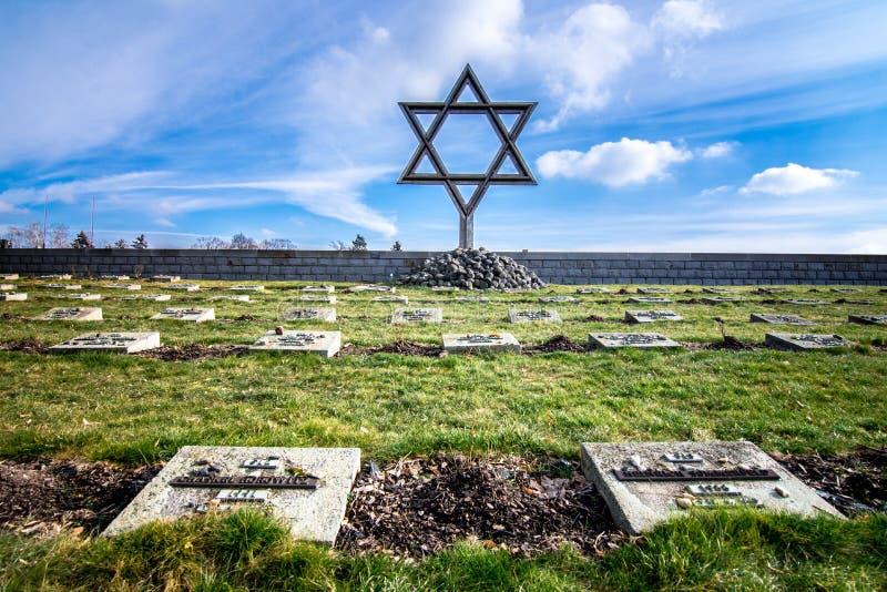 Das Terezin-Denkmal war eine mittelalterliche Militärfestung, die als Konzentrationslager im WW benutzt wurde stockbild