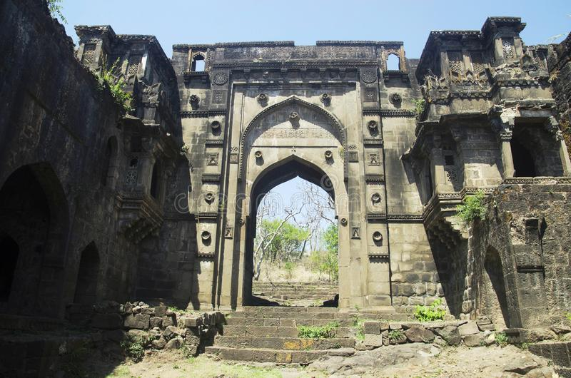 Das Tor Shahnur oder Mahakali, Narnala-Fort, nahe Akola, Maharashtra stockbild