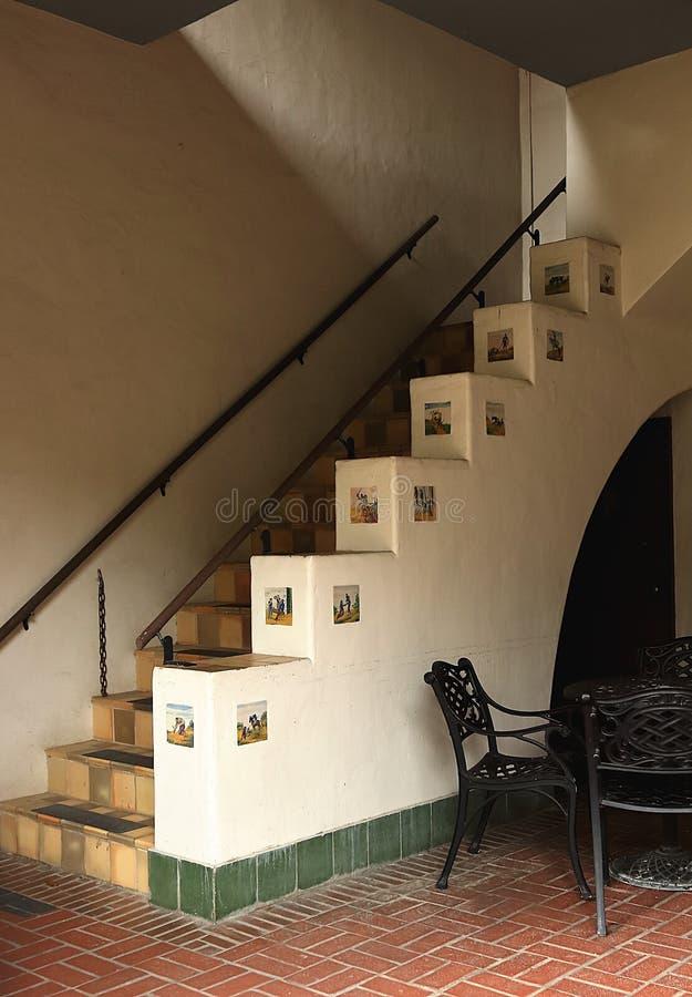 Das Treppenhaus im Hof von McNay Art Museum in San Antonio, Texas lizenzfreie stockfotografie