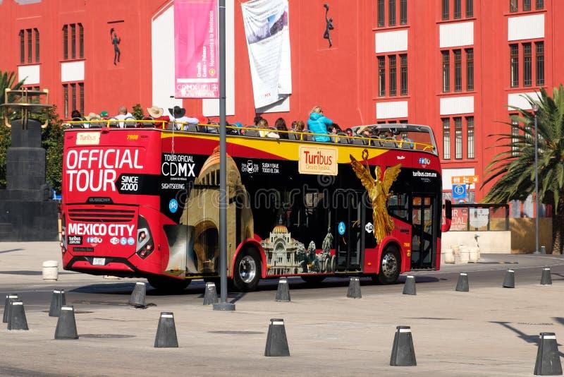Das Turibus, ein touristischer Doppeldeckerbus in Mexiko City stockbild