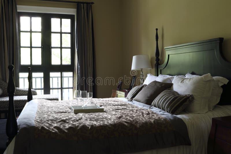 Das Typische Amerikanische Schlafzimmer Stockbild - Bild von schrank ...