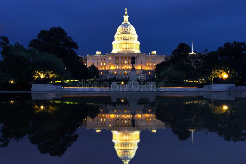 Das US-Kapitol in der Washington DC-Landschaft stockbilder