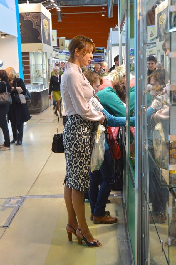 Das 2014 Verkehrs-der Frauen des Schmuck-JUNWEX Moskau lizenzfreie stockfotos