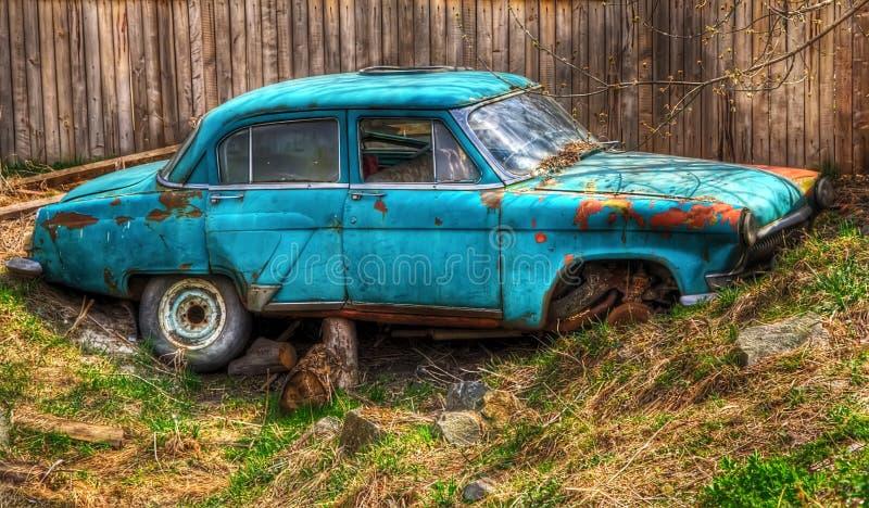 Das verlassene alte sowjetische Auto der Zeiten der UDSSR lizenzfreie stockfotos