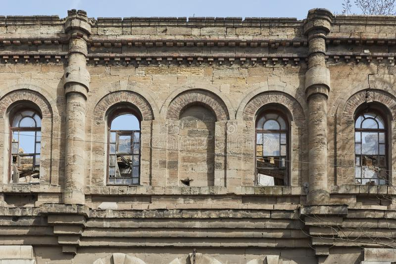 Das verlassene Gebäude einer alten Fabrik stockfotos