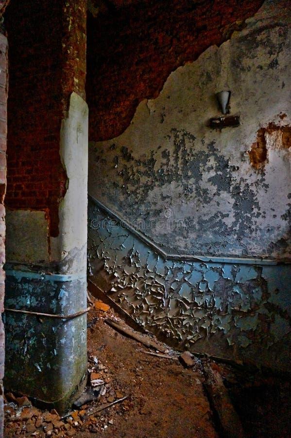 Das verlassene Treppenhaus stockfoto