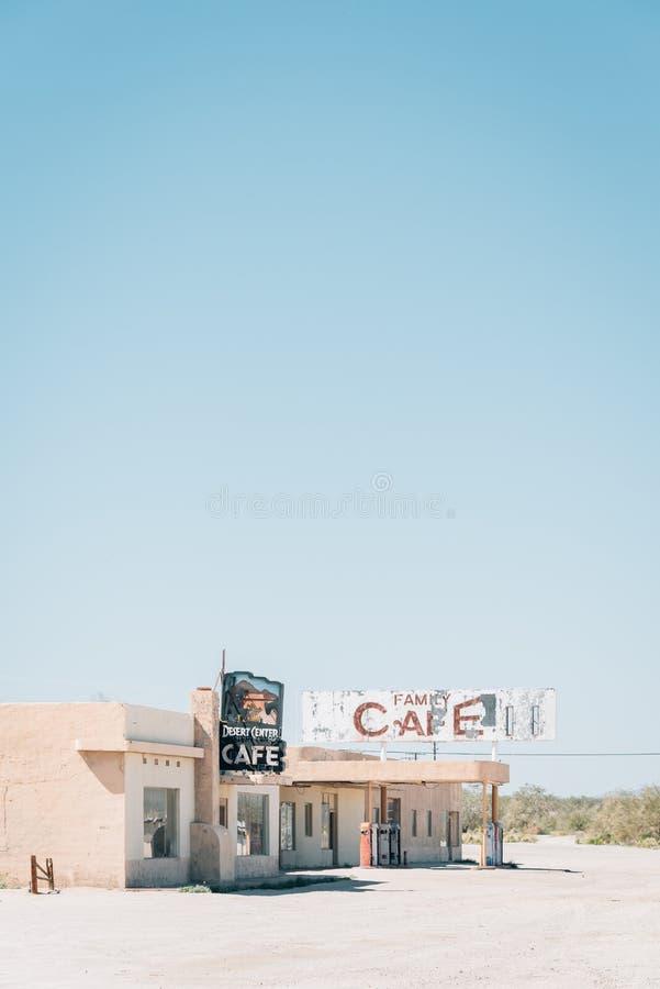Das verlassene Wüsten-Mitte-Café, in der Geisterstadt der Wüsten-Mitte, Kalifornien stockbild
